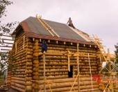 Общий вид на деревянный дом и крышу