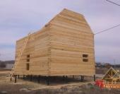 Начинаем строить крышу, собирая стены фронтона