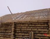 Прямой скат крыши закрыт обрешеткой