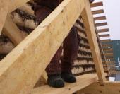 Установка стропильной системы на крыльце дома